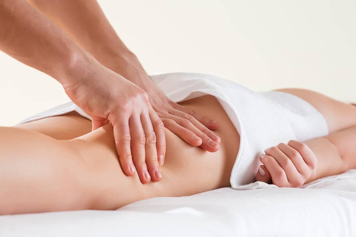 Massage des jambes au Alpiers en lozere au gite Loz'Air